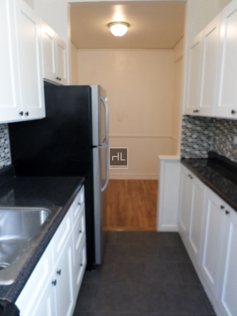 2 Bedrooms, Jackson Heights Rental in NYC for $2,600 - Photo 1