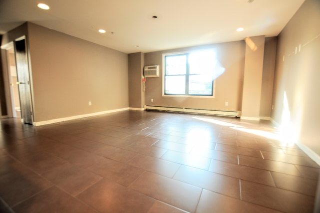 2 Bedrooms, Maspeth Rental in NYC for $2,299 - Photo 1