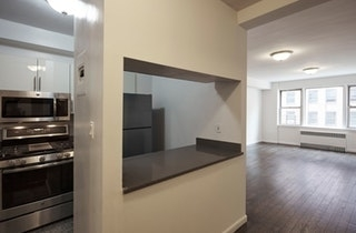 3 Bedrooms, Carnegie Hill Rental in NYC for $7,995 - Photo 1