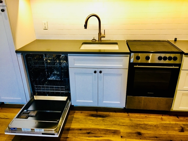 Room, Williamsburg Rental in NYC for $1,443 - Photo 2