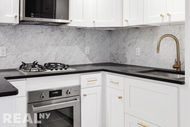 1 Bedroom, Two Bridges Rental in NYC for $3,494 - Photo 2