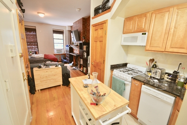 Studio, Hell's Kitchen Rental in NYC for $2,140 - Photo 2