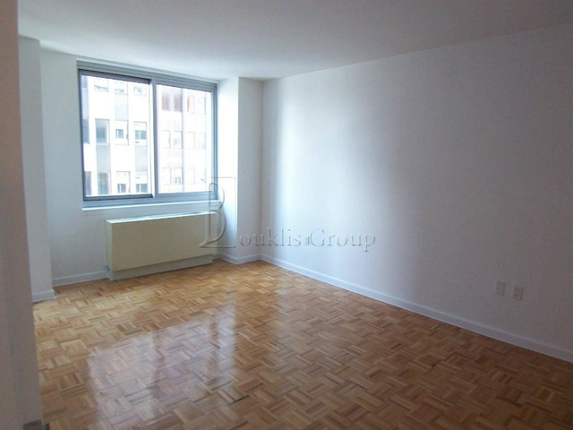 2 Bedrooms, Civic Center Rental in NYC for $3,579 - Photo 2