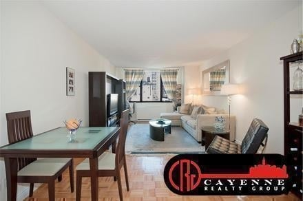 1 Bedroom, Yorkville Rental in NYC for $3,200 - Photo 2