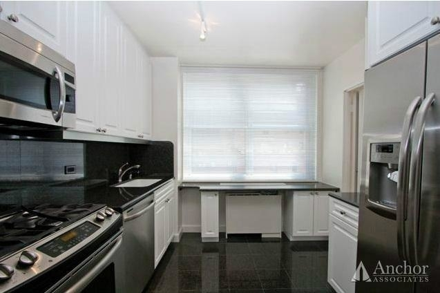 2 Bedrooms, Yorkville Rental in NYC for $6,795 - Photo 2