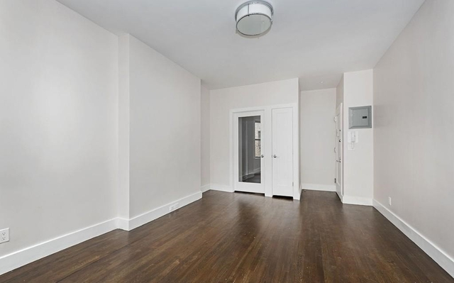1 Bedroom, Yorkville Rental in NYC for $2,749 - Photo 2