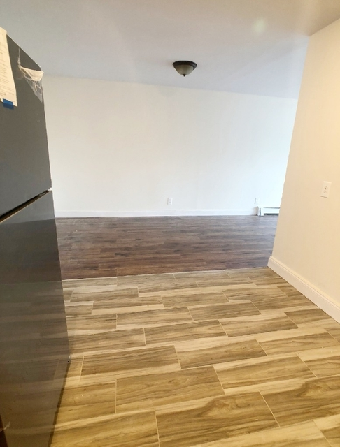 3 Bedrooms, Jackson Heights Rental in NYC for $2,200 - Photo 2