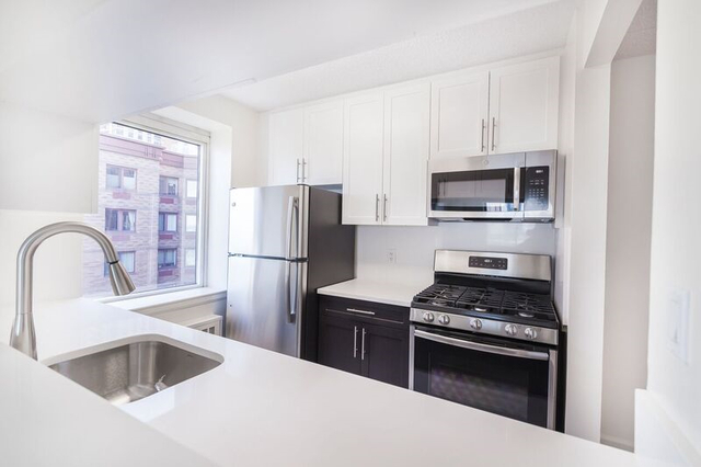 3 Bedrooms, Battery Park City Rental in NYC for $8,300 - Photo 1