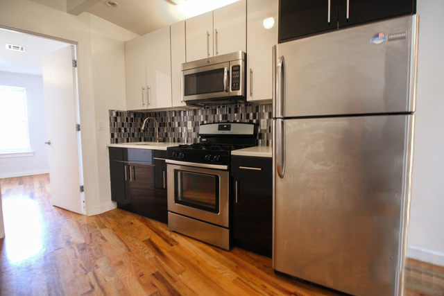 3 Bedrooms, Greenpoint Rental in NYC for $3,899 - Photo 2