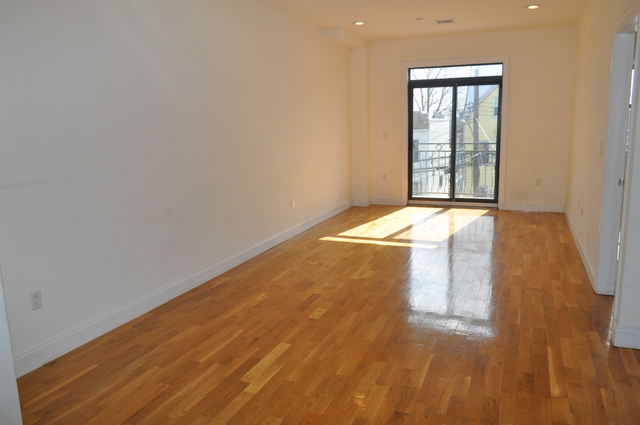 3 Bedrooms, Williamsbridge Rental in NYC for $2,300 - Photo 2