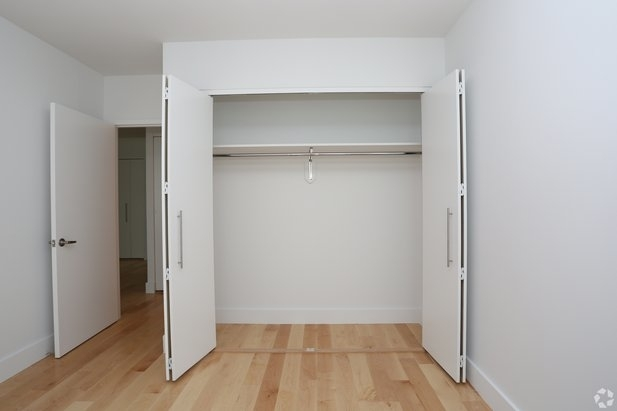 4 Bedrooms, Hell's Kitchen Rental in NYC for $5,689 - Photo 2