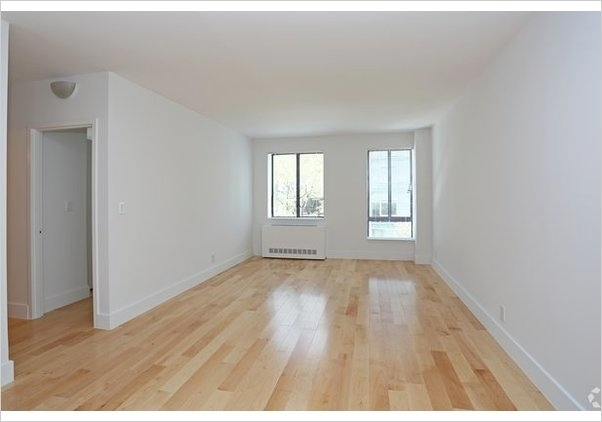 3 Bedrooms, Hell's Kitchen Rental in NYC for $3,769 - Photo 2