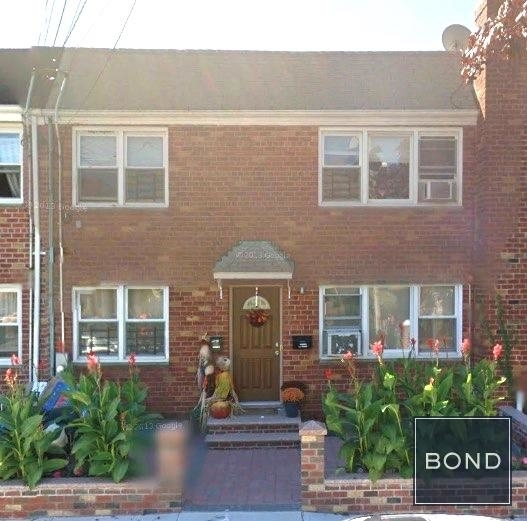 2 Bedrooms, Maspeth Rental in NYC for $2,000 - Photo 1