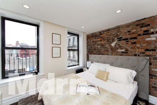1 Bedroom, East Village Rental in NYC for $2,933 - Photo 2