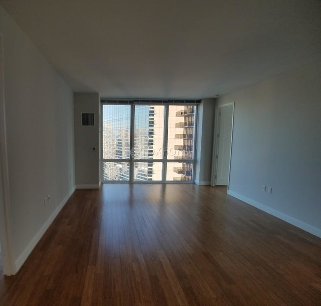1 Bedroom, Lincoln Square Rental in NYC for $4,900 - Photo 2