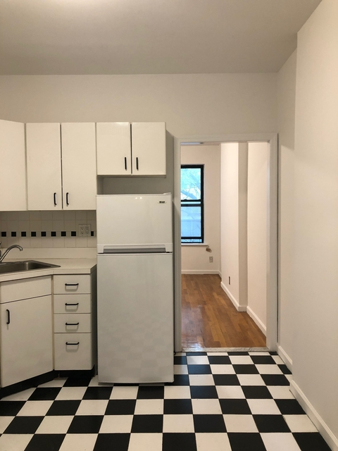 1 Bedroom, Upper East Side Rental in NYC for $2,000 - Photo 2