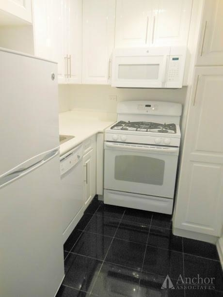 Studio, Theater District Rental in NYC for $2,089 - Photo 2