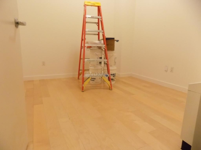 2 Bedrooms, Financial District Rental in NYC for $4,300 - Photo 2