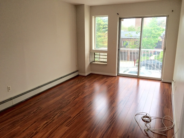 3 Bedrooms, Rego Park Rental in NYC for $2,500 - Photo 2