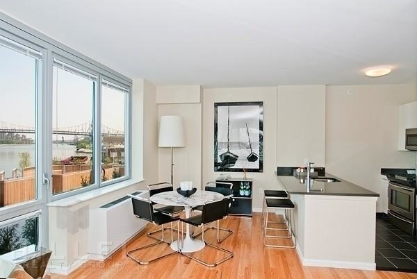 2 Bedrooms, Hunters Point Rental in NYC for $5,955 - Photo 1