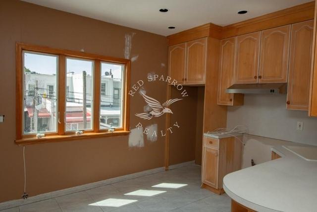 2 Bedrooms, Astoria Heights Rental in NYC for $1,900 - Photo 2