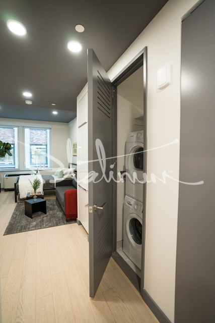 Studio, Financial District Rental in NYC for $3,080 - Photo 2