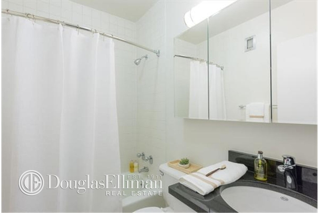 2 Bedrooms, Yorkville Rental in NYC for $6,040 - Photo 2