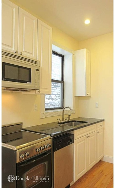 2 Bedrooms, Lincoln Square Rental in NYC for $3,000 - Photo 2