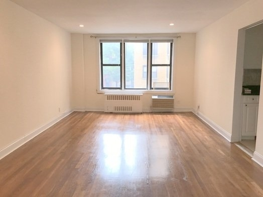 Studio at 135 East 17th St - Photo 1