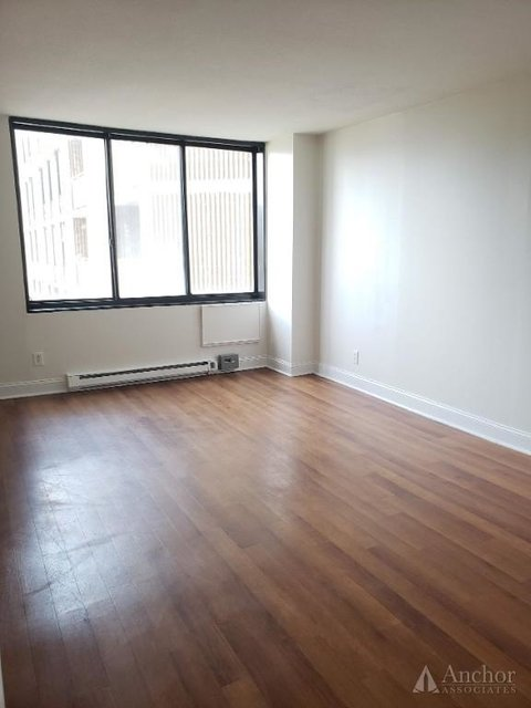 2 Bedrooms, Yorkville Rental in NYC for $2,795 - Photo 2