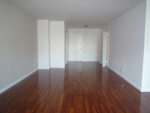 1 Bedroom, Rego Park Rental in NYC for $2,100 - Photo 2