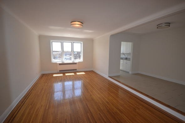 2 Bedrooms, Rego Park Rental in NYC for $3,100 - Photo 1