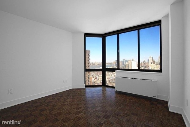 3 Bedrooms, Hell's Kitchen Rental in NYC for $5,775 - Photo 2