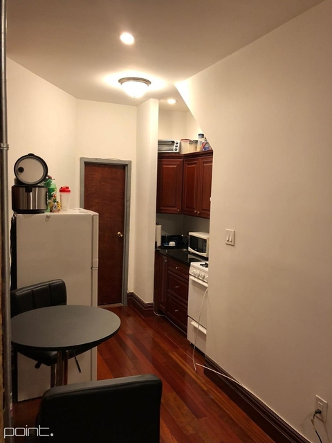 2 Bedrooms, Yorkville Rental in NYC for $2,500 - Photo 2