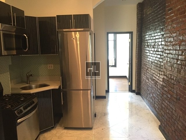 2 Bedrooms, Yorkville Rental in NYC for $2,700 - Photo 2