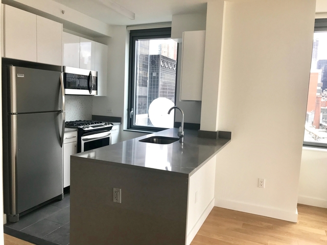 4 Bedrooms, Hell's Kitchen Rental in NYC for $8,000 - Photo 2