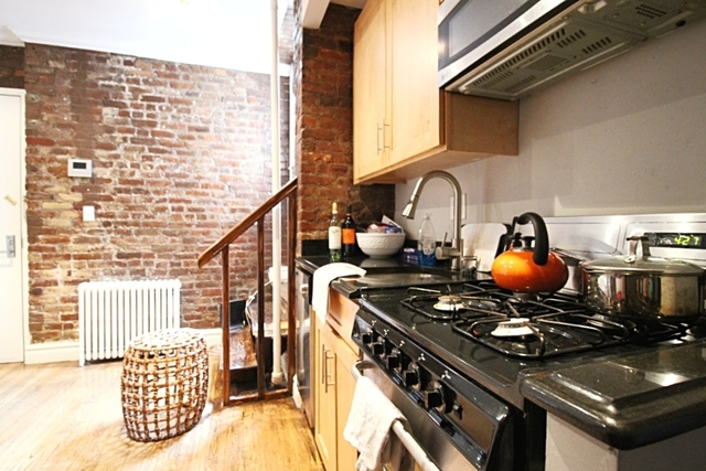 3 Bedrooms, East Village Rental in NYC for $4,578 - Photo 2