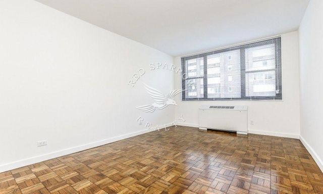2 Bedrooms, Hell's Kitchen Rental in NYC for $5,242 - Photo 1