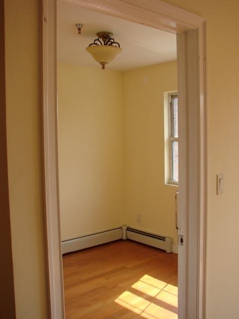 3 Bedrooms, Astoria Rental in NYC for $3,100 - Photo 2