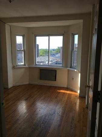 3 Bedrooms, Woodside Rental in NYC for $2,650 - Photo 2