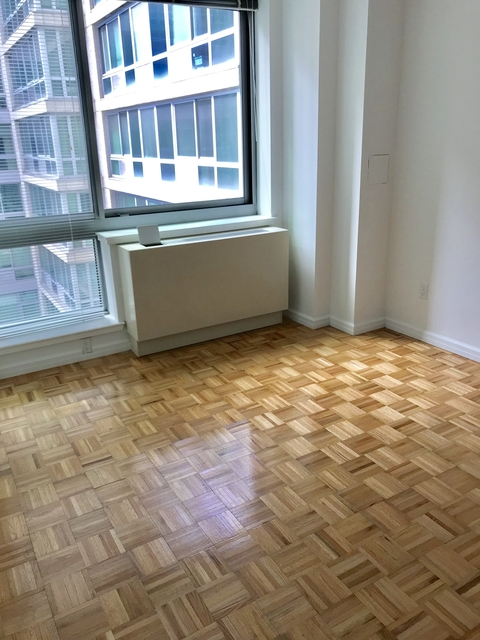 1 Bedroom, Hell's Kitchen Rental in NYC for $3,309 - Photo 2