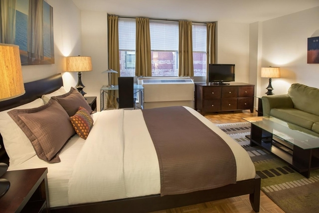 3 Bedrooms, Gramercy Park Rental in NYC for $4,790 - Photo 2