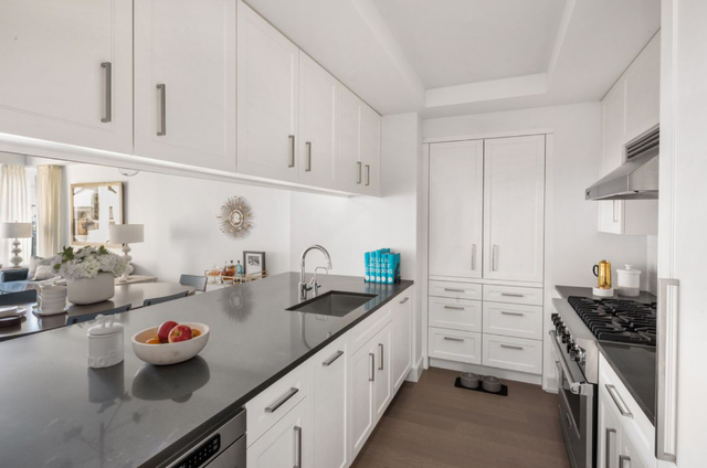 3 Bedrooms, Upper West Side Rental in NYC for $20,000 - Photo 1