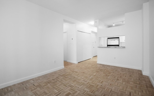 2 Bedrooms, Hell's Kitchen Rental in NYC for $4,201 - Photo 2