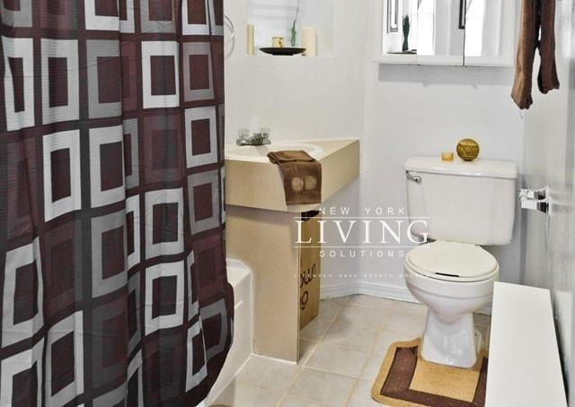 3 Bedrooms, Lincoln Square Rental in NYC for $3,150 - Photo 2