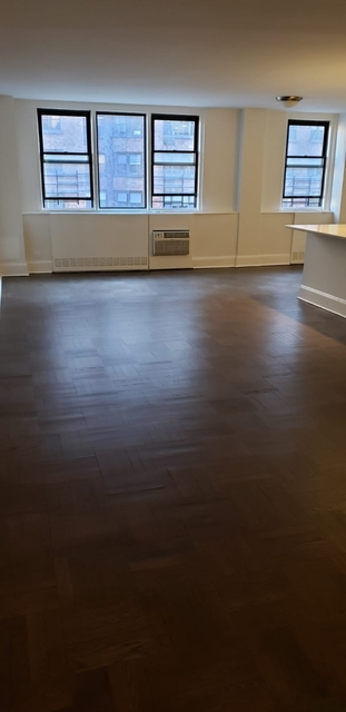 3 Bedrooms, Yorkville Rental in NYC for $5,708 - Photo 1