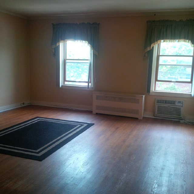 2 Bedrooms, Dyker Heights Rental in NYC for $1,850 - Photo 1