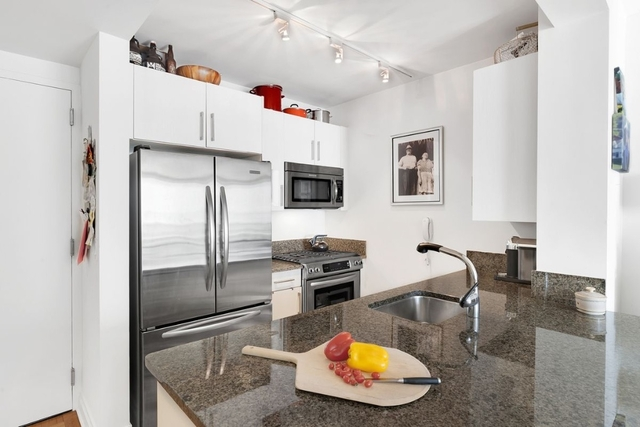2 Bedrooms, Carnegie Hill Rental in NYC for $5,800 - Photo 2
