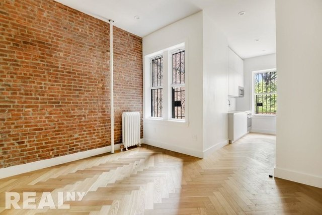 1 Bedroom, South Slope Rental in NYC for $2,644 - Photo 2