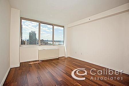 1 Bedroom, Hell's Kitchen Rental in NYC for $3,777 - Photo 2
